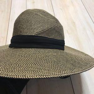 Solar Escape Floppy Textured Sun Beach Hat